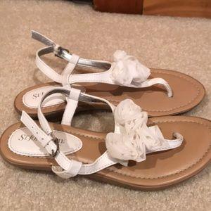 Pretty flower sandals!